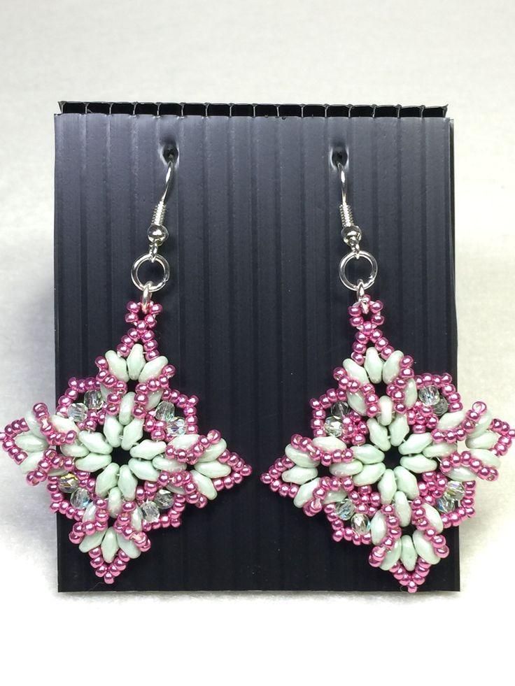 Ricami di primavera sono orecchini con perline di precisione #Miyuki, superduo della #Preciosa e cipollotti