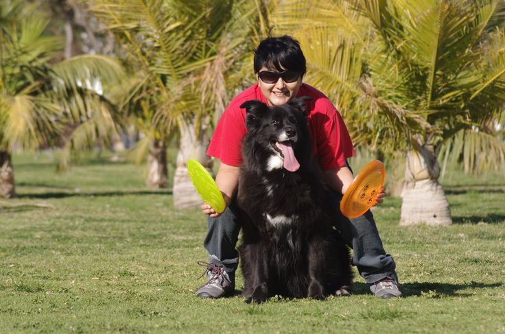 Juntas disfrutábamos con el discdog :D