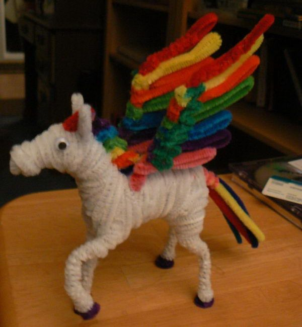 Rainbow Pegasus - 50 Pipe Cleaner Animals for Kids, http://hative.com/pipe-cleaner-animals-for-kids/,