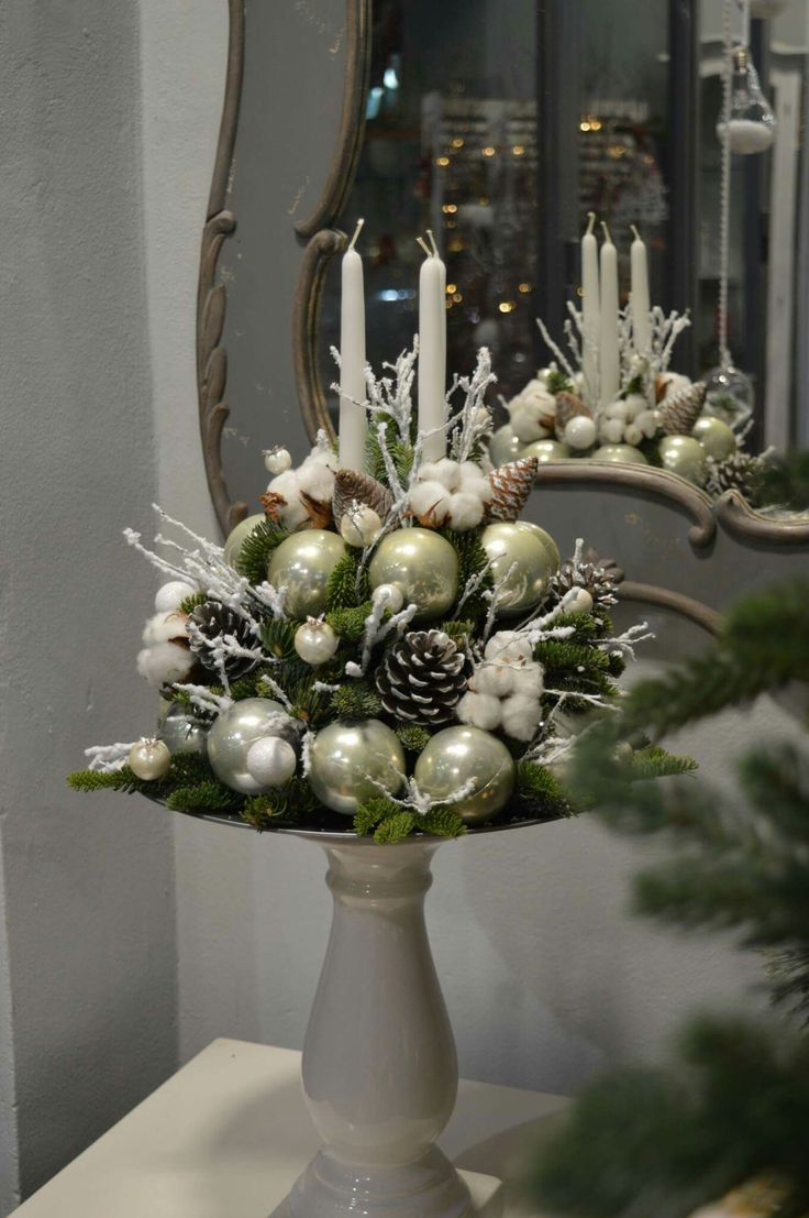 Christmas cake #christmas #centerpiece #christmastable #decoration #flowershop #oneiranthi #rethymno #crete #greece
