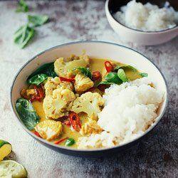 Curry z kurczakiem, kalafiorem i bazylią | Kwestia Smaku