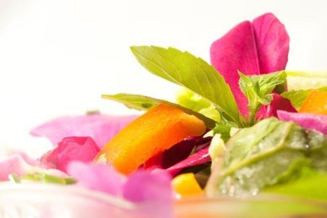 Sensuous Thai Rose Petal Salad : Beautiful Rose Petal Salad