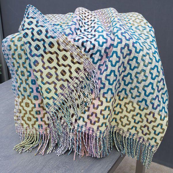 """Plaid von Margo Selby """"Mitsu"""", Dimensionen: 180 x 140 cm. Die ganz neuen Plaids aus reiner Schurwolle sind im Designstudio Margo Selby entworfen und in einer traditionellen Weberei in Schottland hergestellt."""