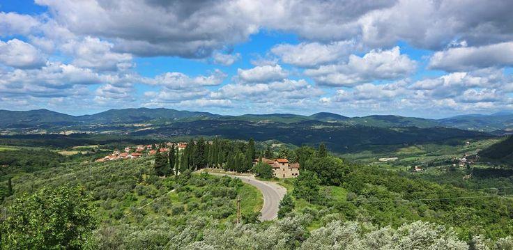 Das war schon längst fällig! Traumhafte Landschaften, leckeres Essen und viel Geschichte. Das alles findest du in Italien und ganz besonders in der Toskana. Die Toskana ist bekannt für ihre hügeligen Landschaften, die Zypressen gesäumten Straßen und den vielen Weinanbaugebieten. Es war schon längst fällig, dass ich dir nun endlich einmal von meinem Roadtrip im...