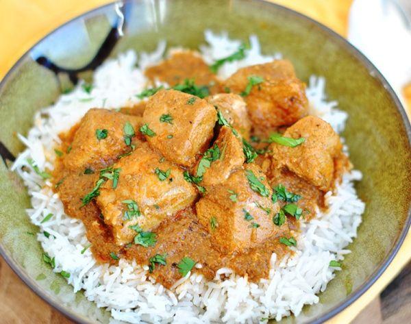 Куриное филе в соусе карри Оригинальное блюдо – курица в кисло сладком соусе карри – готовится очень просто, зато результат понравится даже самому требовательному гурману