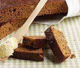 Ett smidigt recept på mustigt och nyttigt filbröd. Du gör det mörka brödet av bland annat filmjölk, bikarbonat, sirap, solrosfrön, linfrön, russin och havregryn. Perfekt till frukost eller till maten.