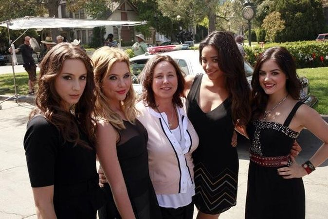 Troian Bellisario (Spencer), Ashley Benson (Hanna), I. Marlene King (Creator), Shay Mitchell (Emily) and Lucy Hale (Aria) on the set of Pretty Little Liars. #PLL
