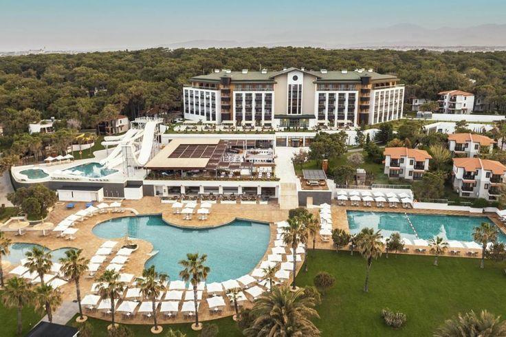 Voyage Sorgun Hotel - Huzuru başa sar! Mavi Bayrak ödüllü plajı, ayrıcalıklı hizmetleri ve enfes lezzetleri ile tesis, doğayla baş başa kalmayı sevenlere hayallerindeki tatili yaşatıyor. Antalya şehir merkezine 75 km, havaalanına ise 65 km uzaklıkta konumlanan tesis, Voyage misafirperverliğini …