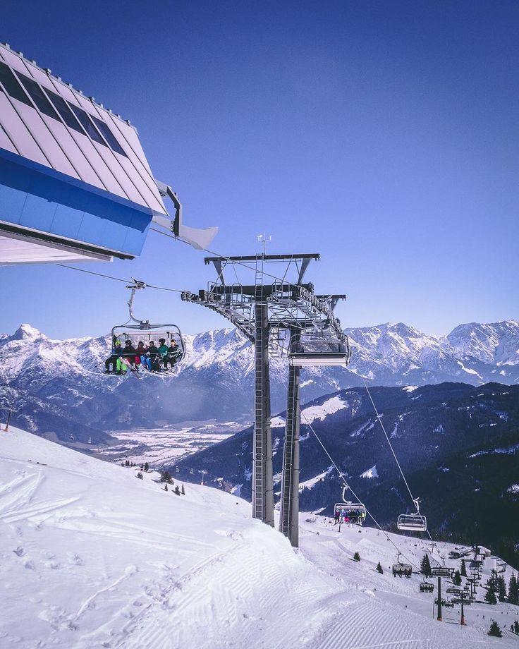 Na wer war am Wochenende schon im Schnee unterwegs?    Die Vorfreude auf die ersten Abfahrten steigt!   Hier auf dem platten Land ist von Schnee weit und breit nichts zu sehen  Die Sonne scheint  und wir zischen gleich mal ab in den Wald     Was treibt ihr?  #saalfeldenleogang #salzburgerland #discoveraustria #visitaustria #feelaustria #austria #mountains #ski #skiaustria #homeoflässig #skicircus #saalbach #fieberbrunn #winter #waldhelden #adventuretrip #berge #outdoorpassion #outdoorproject…