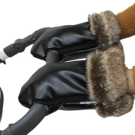 Варежки Vikalex Snow Dreams черная экокожа/коричневый мех  — 2490р.  Варежки Vikalex Snow Dreams - отличный функциональный аксессуар в дополнение к коляске. Нежная кожа заботливых мам не будет обветриваться на холоде, поскольку внутренняя сторона варежек выполнена из меха, который сохранит тепло и уют. Лицевая сторона представляет собой специальную экокожу, которая обеспечивает вентиляцию воздуха, при этом, не пропуская воду. Специальные молнии позволяют надежно зафиксировать варежки на…