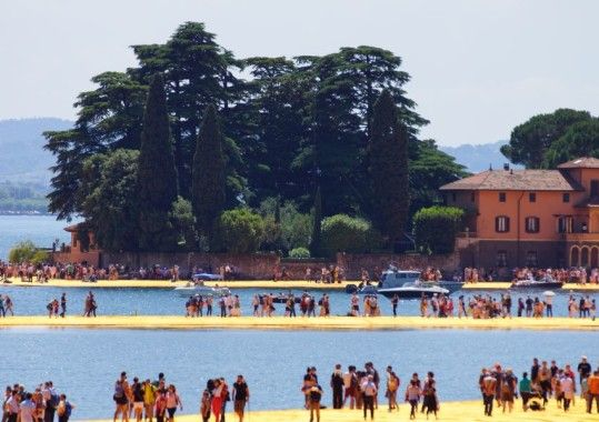http://www.holidayhome-iseolake.com/floating-piers-on-lake-iseo-are-a-crowd-puller/