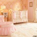 Quarto de bebê dourado e rosa elegante