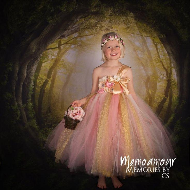 Special designet håndlavet tylkjole i ivory, rosa og guld til din prinsesse.