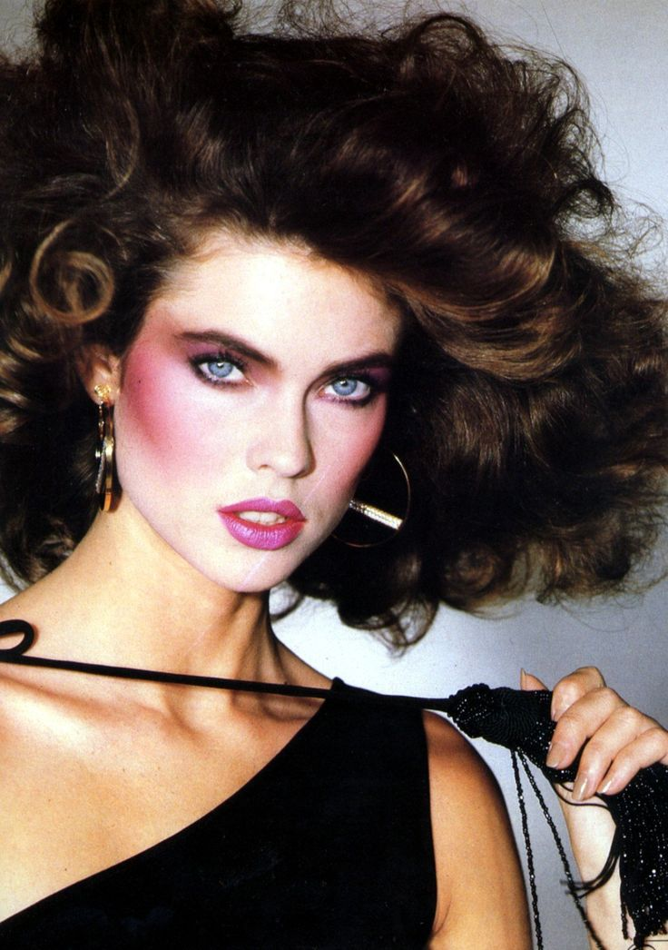 Carol Alt c. 1980's - The use of heavy contour blush, flourished in the '80's.