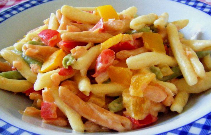 #Semplice, #veloce e #profumato! Un primo piatto che vi farà innamorare! #Pasta con #salmone e #peperoni