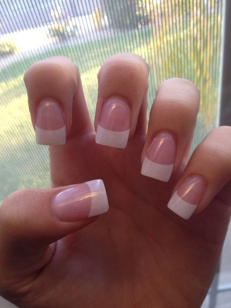 So basic, so classy. I used to wear my nails this way everyday.