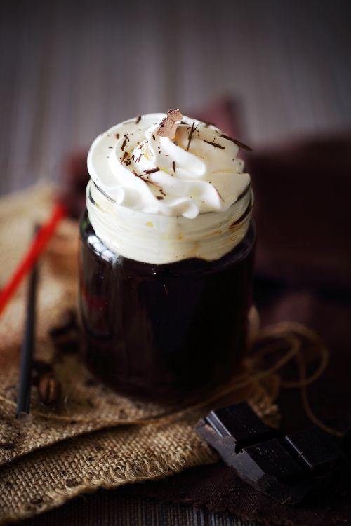 Aujourd'hui, c'est la Saint-Patrick. Et cette année, j'ai voulu faire un clin d'œil à cette fête irlandaise avec une boisson typique: l'irish coffee. Pour