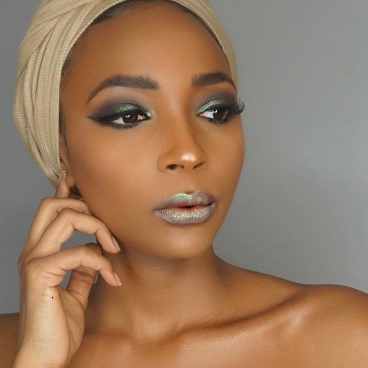 Melanin goals!  @aye.alaysia used our True Complexion™ Contour Palette for her flawless melanin skin! Double tap if you're ready to set and contour like this BR beauty! #regram #blackradiancebeauty #brbeauty #mondaymakeup #motd #melaningoddess