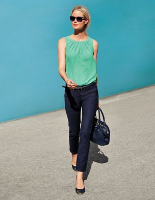 This is a nice spring/summer clean look. I like the flats- I can't wear pointed toes or high heels anymore...