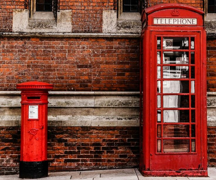 Two great British icons side by side in Stratford upon Avon. What a shame these telephone boxes are not used anymore. This one is already showing signs of neglect. I loved the old brickwork that these two stood in front of.