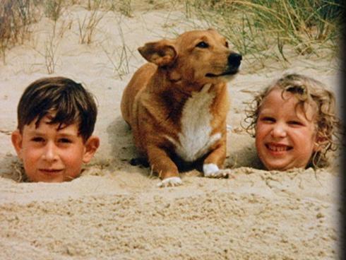 1957:  Price Charles, corgi, Princess Anne @ Holkham Beach, Norfolk.