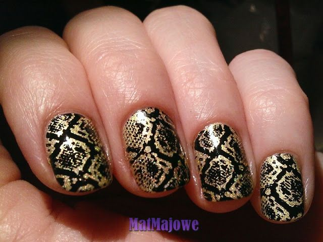 Snake skin nail stamping black and gold  Sssssnake ssssskin sssstamped on the nailssss :)  http://matmajowe.blogspot.com/2015/05/animal-print.html