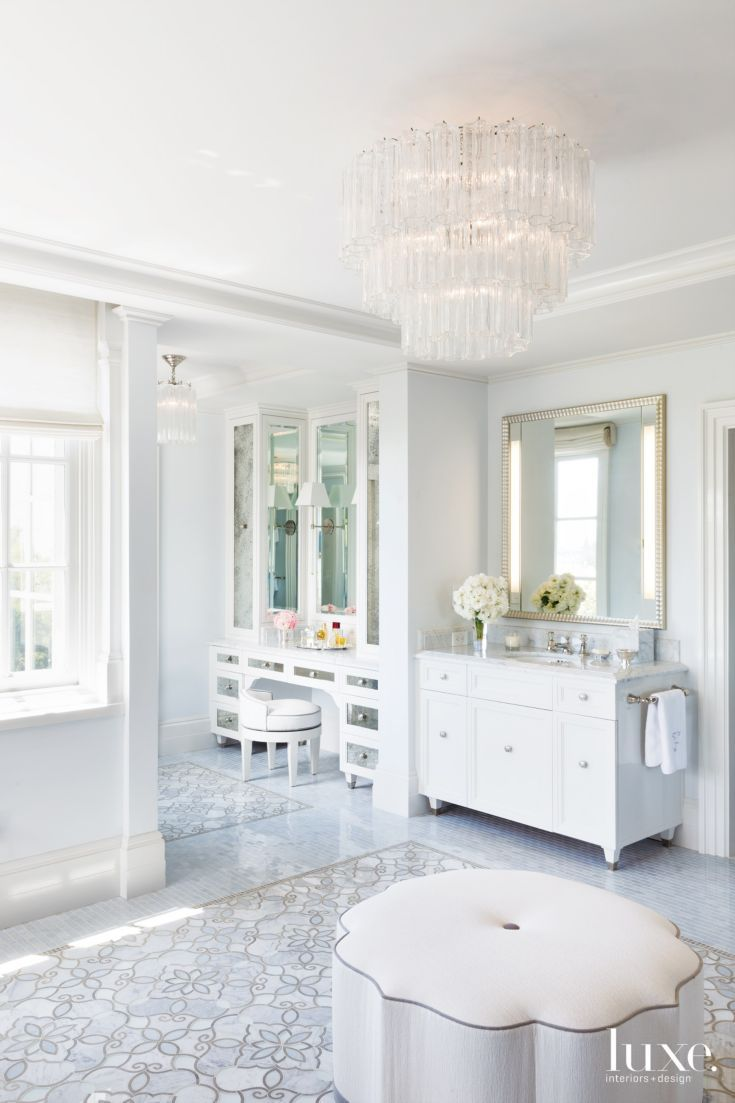 Traditional white bathroom ideas - Traditional White Master Bathroom With Glass Pendant