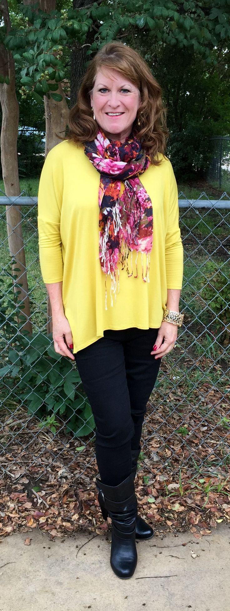 I bought this top at Charming Charlie about a month ago and have been looking for different ways to wear it. It's amazing how adding a scarf can transform an outfit. And now that the weather has fi...