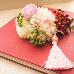 [再販]和装、白無垢、成人式、卒業式に♡ダリアと赤い実もの和装の髪飾り♡タッセルがポイント