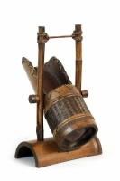 Suport pentru sticla de vin, lucrata din lemn de bambus - Exotique.ro