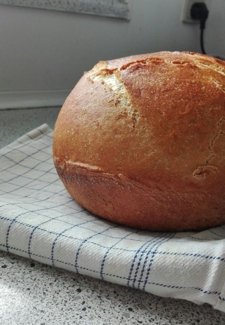 Grydebrød med ølandshvedemelGrydebrød? - Ja, som navnet siger er det et brød bagt i en gryde. Det får den lækreste skorpe og smager super lækkert! Det er super nemt at lave, kræver kun en gryde der kan gå i ovnen!Her er hvad du skal bruge:5 dl. vand5 g. gær2 tsk. salt
