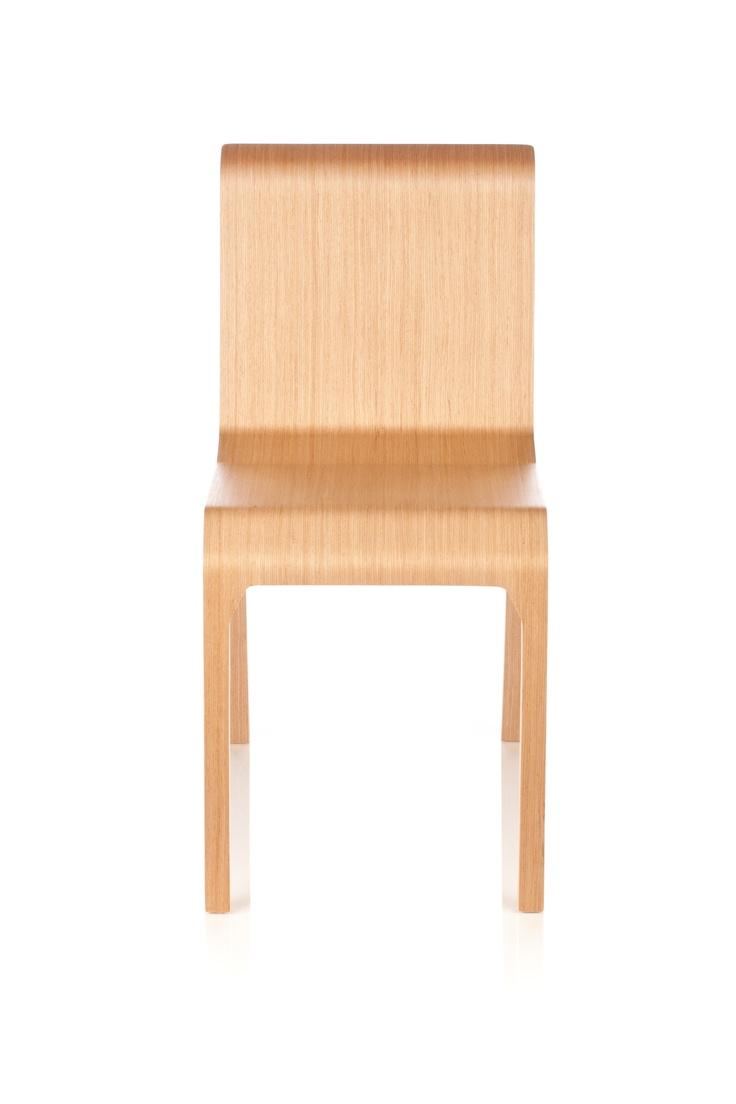 RIGA CHAIR jest liderem wśród producentów mebli na Łotwie. Słynie przede wszystkim z produkcji krzeseł z profilowanej sklejki. Cechuje je wysoka jakość wykonania i dbałość o szczegóły.