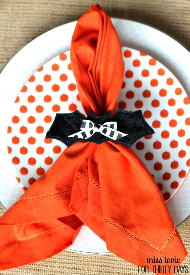 Easy bat halloween napkin rings place settings party for Halloween cloth napkins