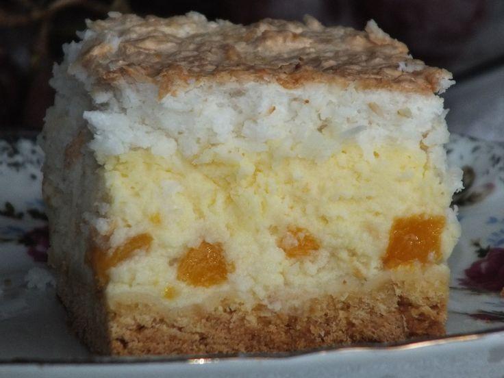 Nowy, fajny pomysł i przepis na przepyszny sernik z ciekawymi dodatkami. Ciasto po prostu rozpływa się w ustach, a dodatkowo po schłodzeniu smakuje wybornie! Przepis na sernik z brzoskwiniami i masą kokosową.