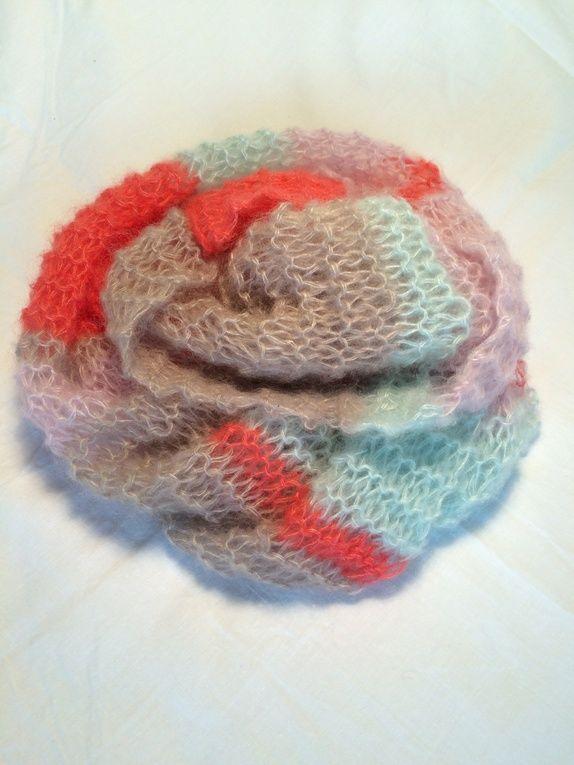 Utrolig myk og koselig halsduk strikket i Silk Mohair-garn. Søkeord: Rosa, lysrosa, beige, mintgrønn, korall, skjerf