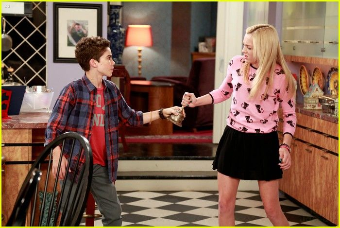 Emma and luke from jessie dating