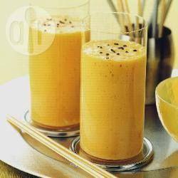 Koktajl banan-mango - jogurt naturalny: 150g - banan: 80g - jagody Goji: 5g - mango: 40g - cynamon: szczypta Zmiksuj wszystkie składniki