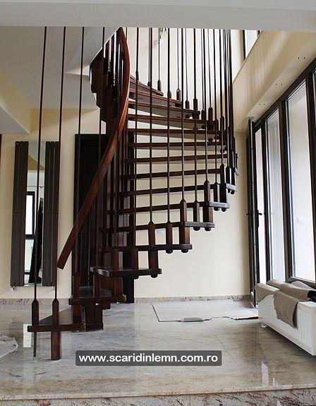 scari interioare din lemn cu trepte de lemn suspendate pe corzi detaliu