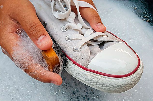 Cómo Lavar Tenis Blancos De Tela Sin Que Queden Amarillos Como Lavar Tenis Lavar Tenis Blancos Como Limpiar Zapatos