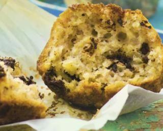 Muffins allégés à la banane et chocolat : http://www.fourchette-et-bikini.fr/recettes/recettes-minceur/muffins-alleges-la-banane-et-chocolat.html