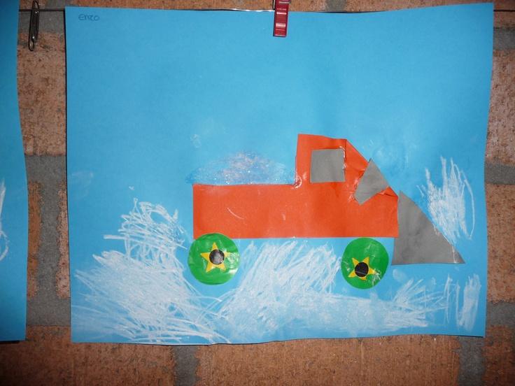 * De kinderen vouwen en knippen de auto van de helft van zestien vierkantjes. Plakken er wielen onder en de sneeuwschuiver ervoor. In de wagen wordt echt grof zout geplakt. Verder tekenen ze sneeuw met wasco.
