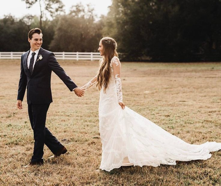 Best 25+ Best Wedding Styles Kristin Lauria https://fashiotopia.com/2017/09/28/25-best-wedding-styles-kristin-lauria/ Her sister has appeared within her videos. She's incredibly down-to-earth and simple to listen to so you'll definitely delight in watching her videos. So he should have dated with a lot of girls but his dating history is similar to empty