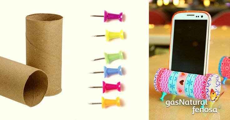 Recicla los cilindro de cartón que sobran del papel de baño y conviértelos en un increíble portacelular. Utiliza tachuelas para sostener la base de forma que queden como patas y decóralo como más te guste.