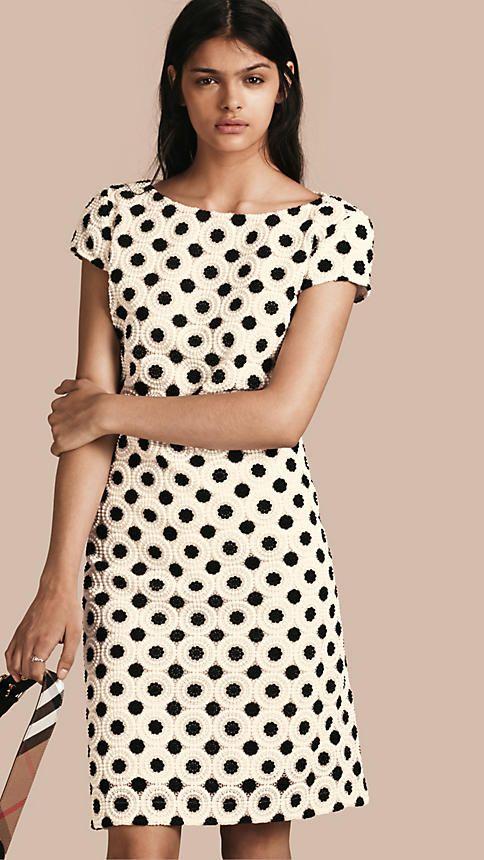 Ivory/preto Vestido tubinho de renda suíça - Exclusividade online Ivory/preto - Imagem 1