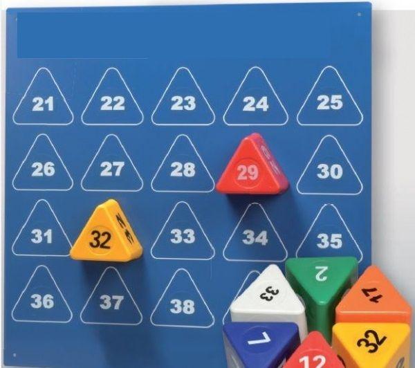 """"""" Set Visor Block Triangolare """"  Sistemi di blocco magnetico sono una soluzione semplice ed economica per identificare i vostri veicoli. I sistemi di blocco sono ideali per concessionarie auto, carrozzerie e siti di riparazione incidente. I blocchi colorate sono dotati di potenti magneti alla base per garantire l'adesione al tetto del veicolo rendendo molto più facile identificazione in una zona cortile o stoccaggio affollata veicolo. Il modo più efficace più semplice ed econom..."""