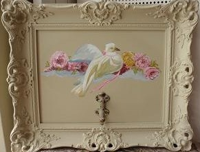 kapstokschilderij van een duif in oude barokke lijst, for sale