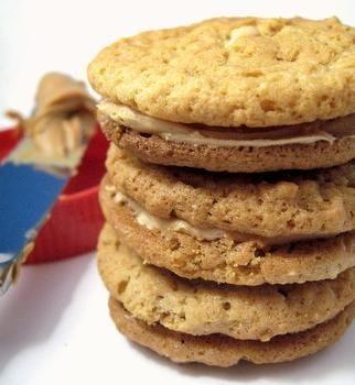 peanut butter sandwich cookies, side viewHomemade Do Si Do, Peanut Butter Cookie, Sandwiches Cookies, Girl Scouts, Homemade Girls, Dosido, Cookies Recipe, Girls Scouts Cookies, Homemade Peanut Butter