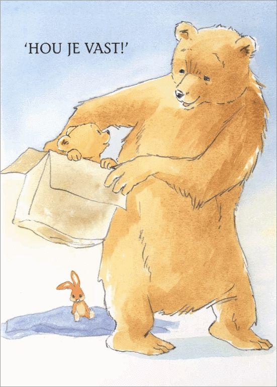 Opa beer speelt met kleine beer. In het spel staan dozen centraal.