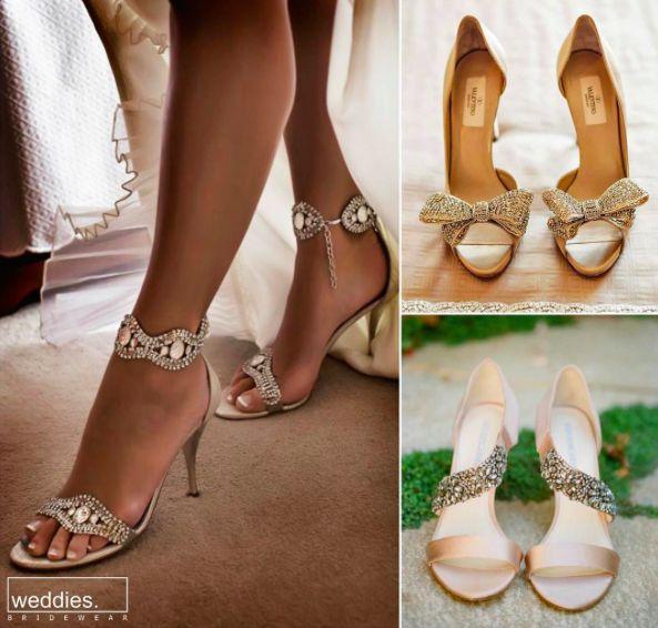 Yaz düğünlerinin planlandığı şu aralar, gelinlik önerileri yaparken ayakkabı tavsiyesi vermeden de olmaz. Sevgili yaz gelinleri; Burnu açık, bilekten bağlamalı ve bol taşlı modeller tam size göre ❤️  While planning summer weddings starting from now, should definitely suggest some bridal shoes as well. Dear summer brides; Open toes and lots of glitter should be just right for you ❤️