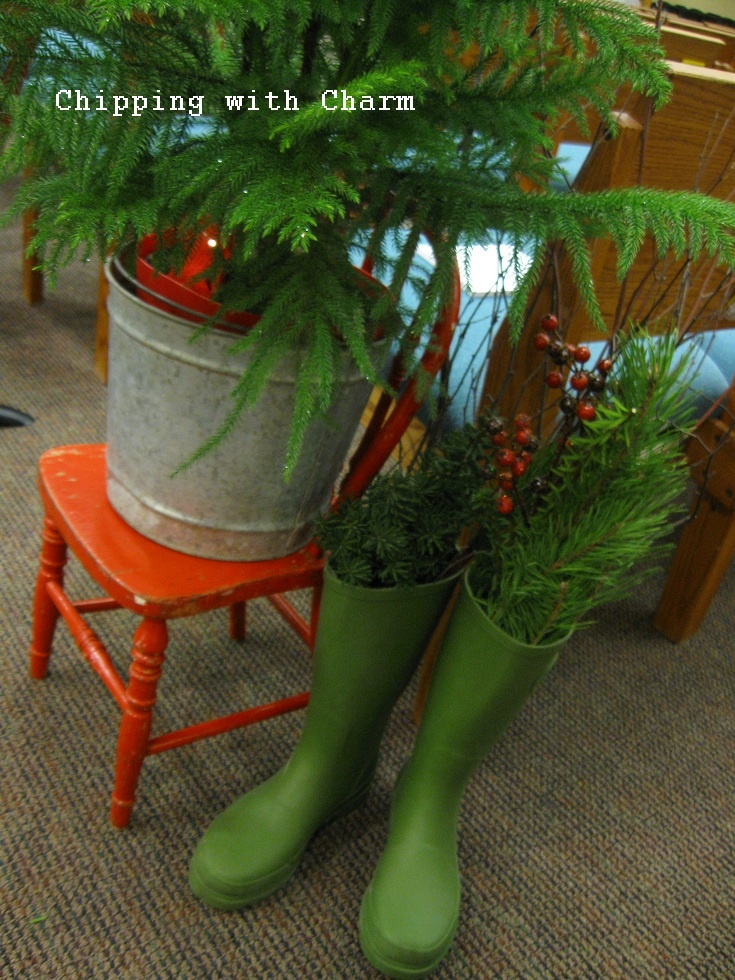 Chipping with Charm: Getting into the Christmas Spirit...Centerpieces: Christmas Spiritcenterpiec, Beautiful Christmas, Christmas Stockings, Christmas Decor, Christmas Boots, Christmas Ideas, Christmas Trees, Green Boots, Christmas Spirit Centerpieces